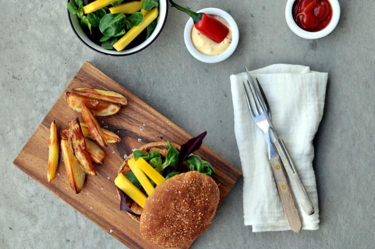 Spicy seiburger fra ukemeny med fiskemiddager