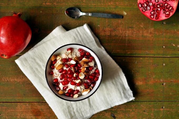 Kjøleskapsgrøt med kokos og granateple