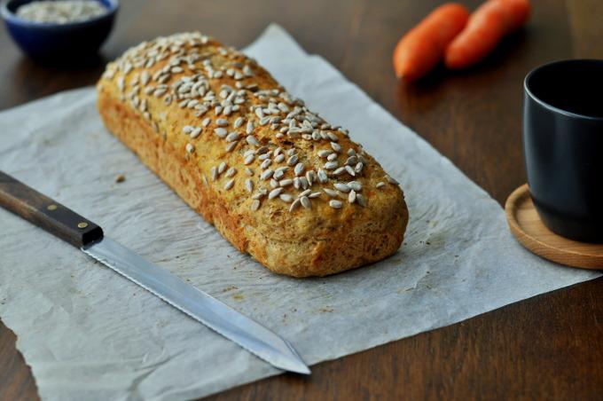 Saftig gulrotbrød med hvete og havre