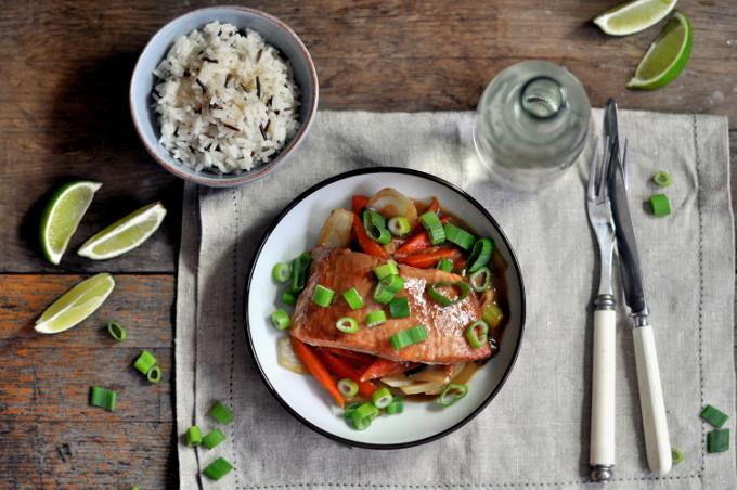 Ingefær- og soyamarinert laks med wokede grønnsaker