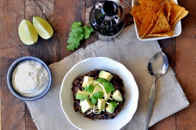 Chili med sorte bønner, søtpotet og avokado