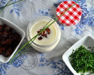 Blomkålsuppe med gressløk og sprøstekt bacon