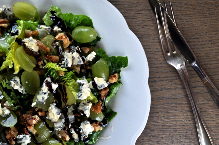 Salat med druer og blåmuggost
