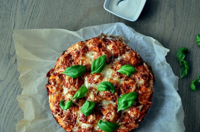 Brytepizza med hvitløksdipp