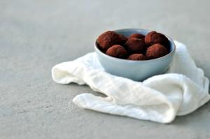 Yoghurttrøfler med sjokolade og peanøtter