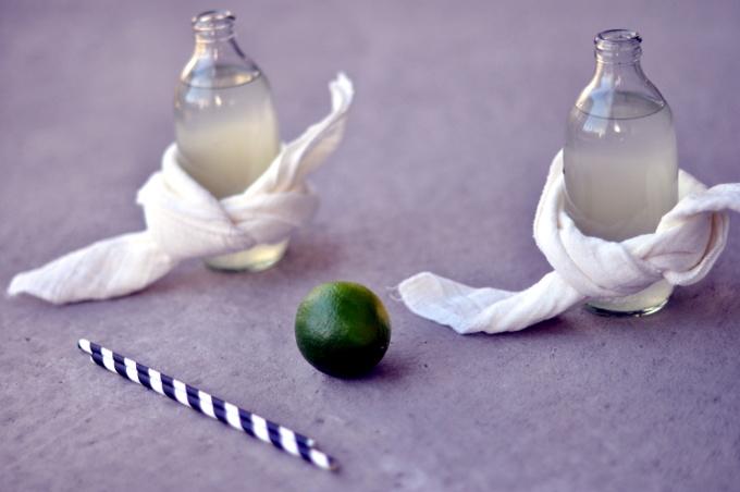 består kun av ingefær, lime, sukker og kullsyrevann - midt i blinken om du er glad i ingefær!