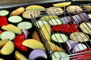 Grilla baconsticks med grønnsaker og limekrem