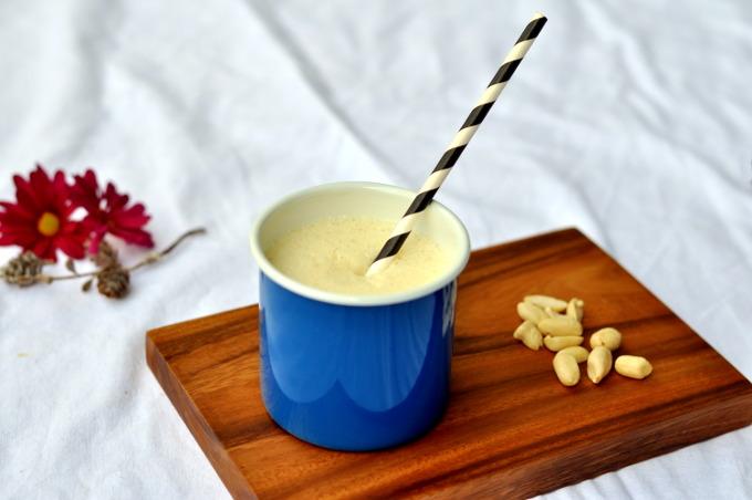 Milkshake med banan og penøtter