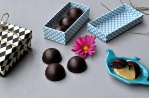 Sjokoladekonfekt med kremet lakrisfyll