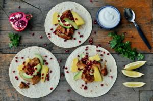 Wraps med sitronmarinert kylling, mango og granateple