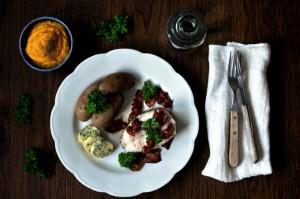 Torsk med bacon, kålrotstappe og persillesmør