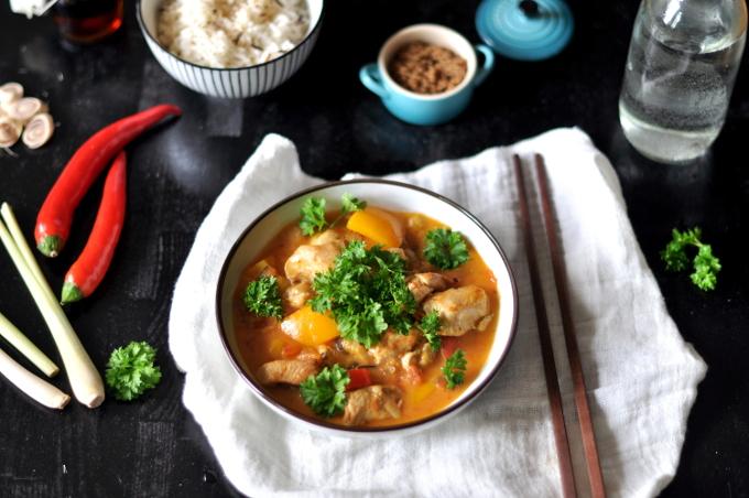 Gul thailandsk kyllingcurry