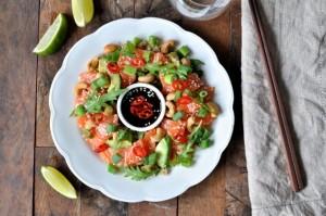 Sashimisalat med laks, quinoa og teriyakisaus