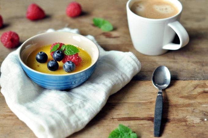 Pots-de-crème-med-hvit-sjokolade-og-et-hint-av-lakris11