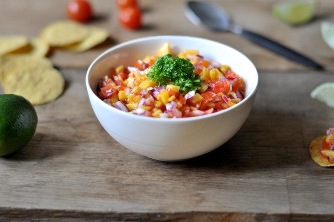 Salsa med mango, tomat og rødløk