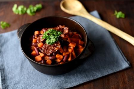 Rask chili med bacon og søtpotet