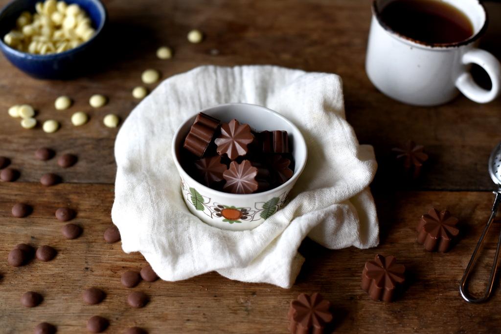 Sjokoladekonfekt med pasjonsfruktfyll
