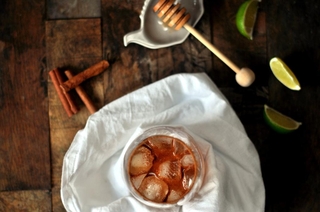 Syrlig epledrink med kanel