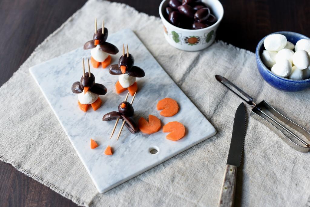 Tapaspingviner av mozzarella og oliven