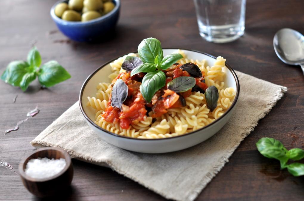 Caponata fra ukemeny med italienskinspirert mat