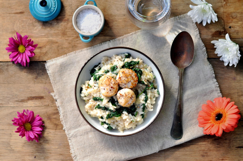 Kremet risotto med kamskjell og spinat