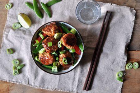 Kyllingkjøttboller med quinoa og wokede grønnsaker