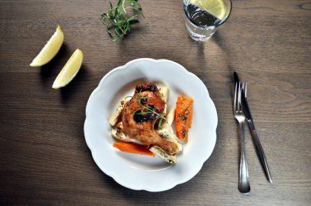 Urtemarinerte kyllinglår med rotgrønnsaker