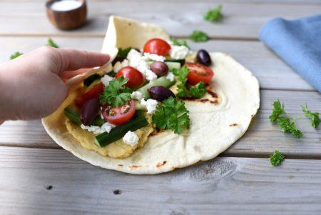Wraps med hummus, feta og oliven