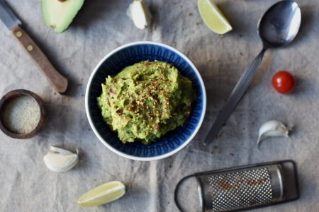 Enkel guacamole med tomat