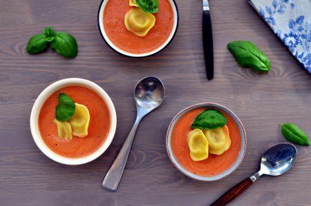 Tomatsuppe med tortellini