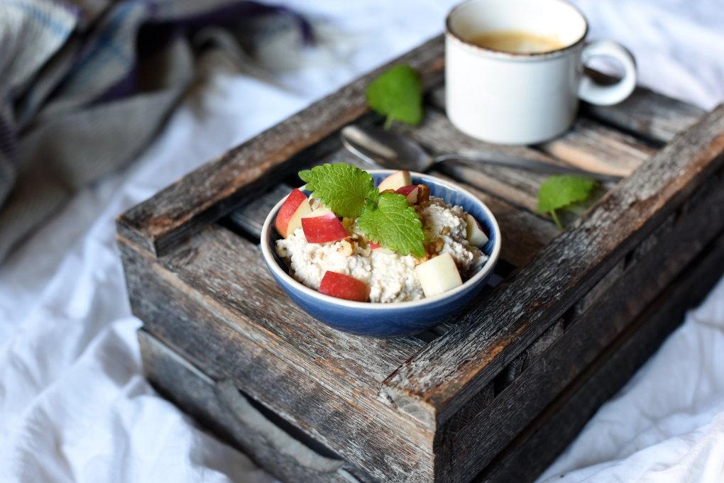 Kjøleskapsgrøt med eple og kanel