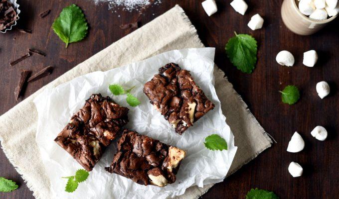 Saftige brownies med karamell, valnøtter og marshmallows