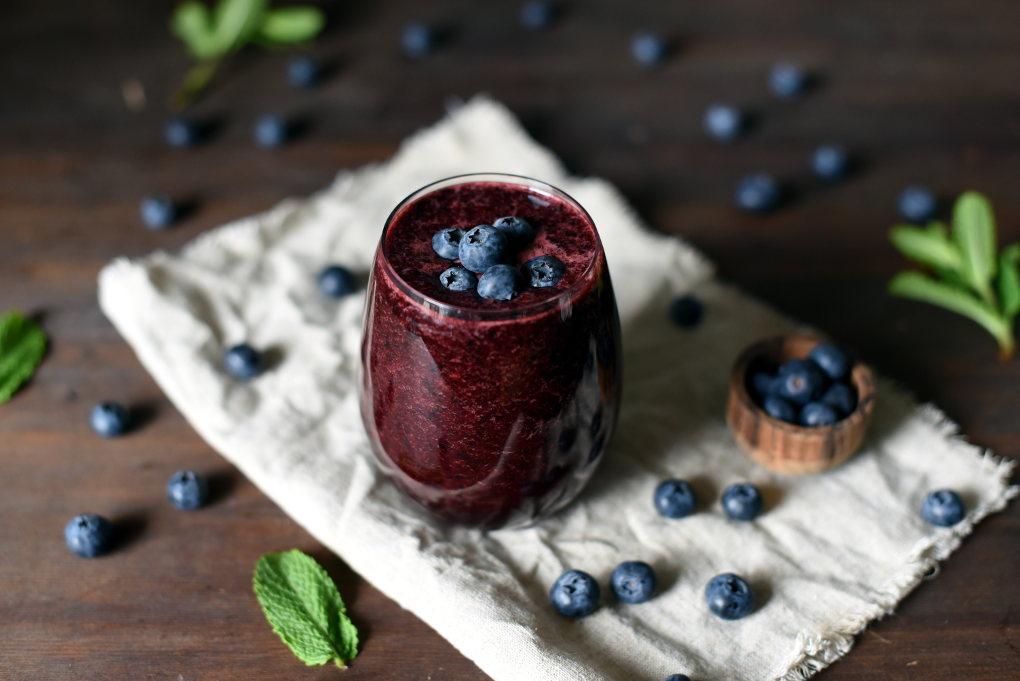 Blåbær- og mangosmoothie