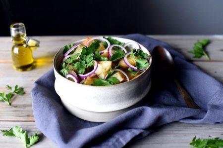 Enkel potetsalat med persille og rødløk