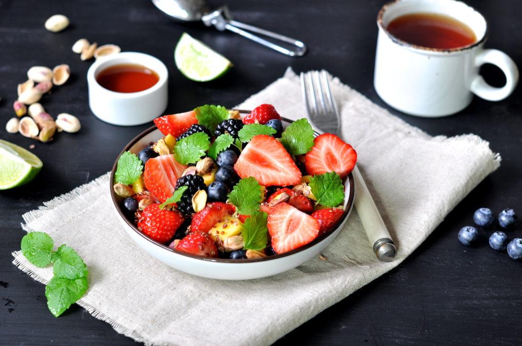 Fruktsalat med rød quinoa