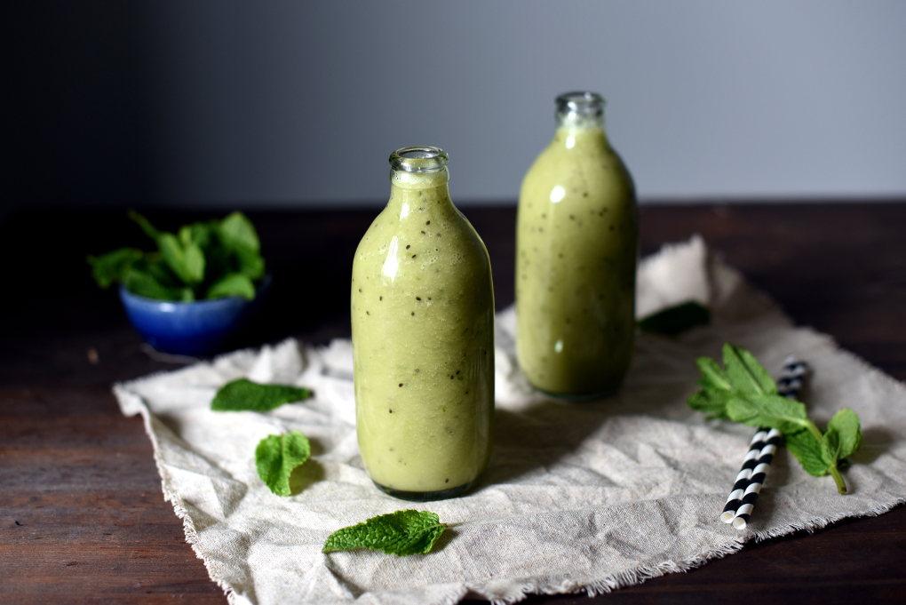 Helgrønn smoothie med kiwi og mynte