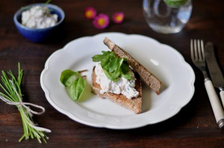 Sandwich med røkelakskrem og avokado