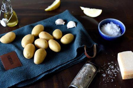 Heldigge småpoteter med hvitløk og parmesan