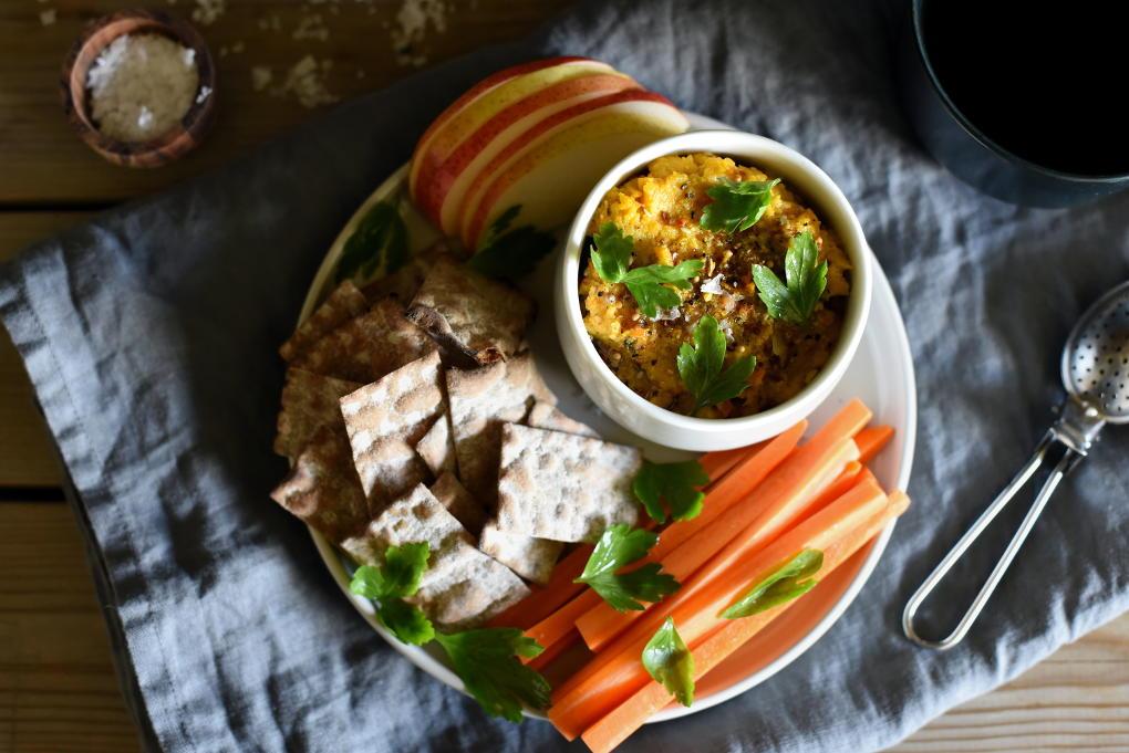 Hummus med bakt gulrot og gurkemeie