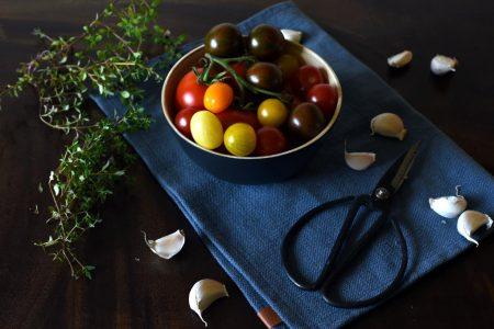 Ovnsbakte tomater med hvitløk og timian