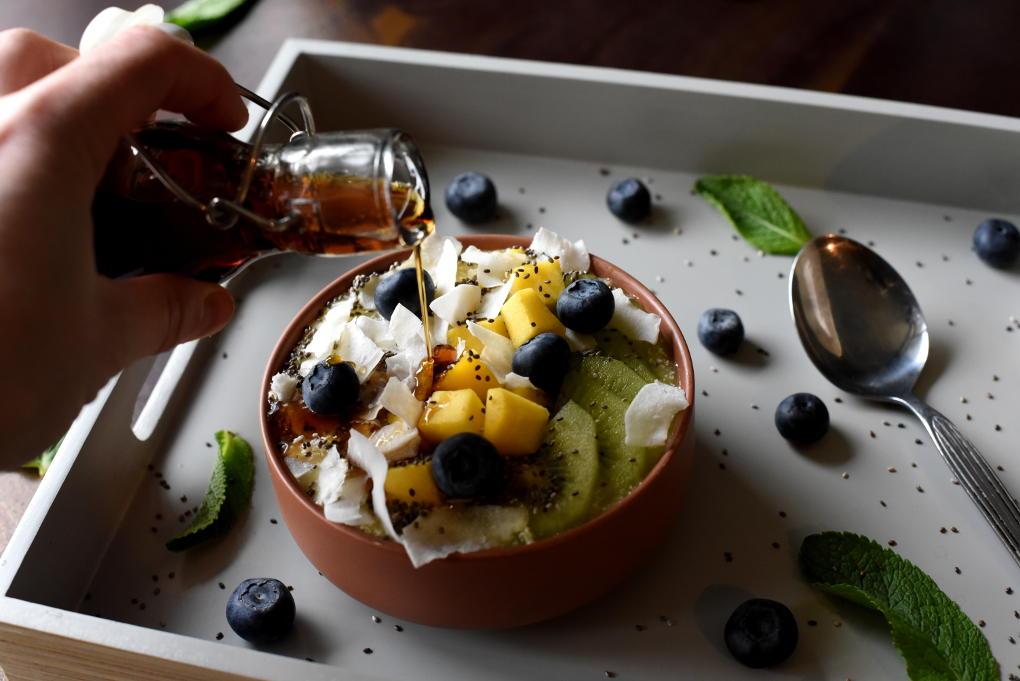 Tropisk smoothie bowl med kokos og chia