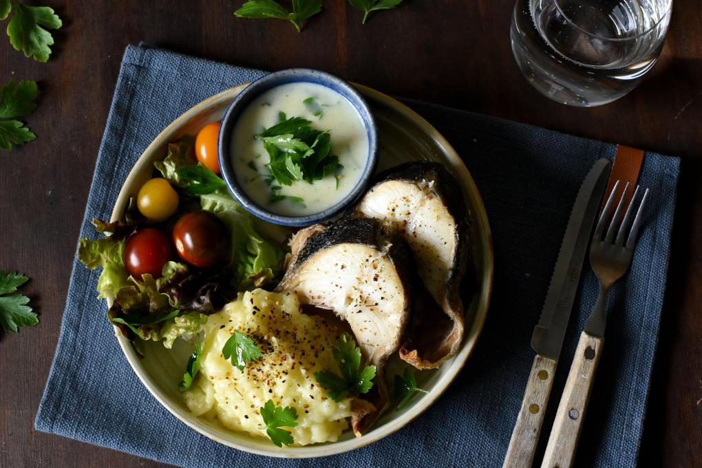 Røkt kolje med potetmos og hvit persillesaus