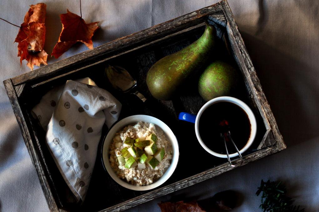 Kjøleskapsgrøt med pære og cottage cheese