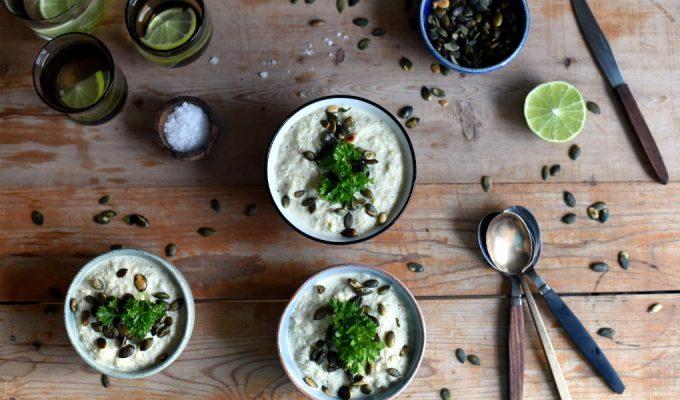 Blomkål- og brokkolisuppe med ristede gresskarkjerner-5