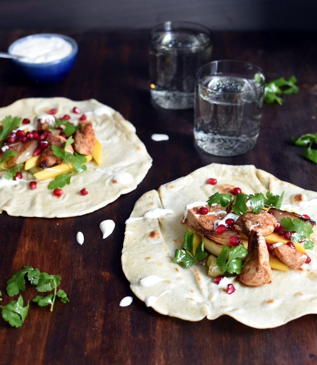 Wraps med sitronmarinert kylling, mango og granateple-5