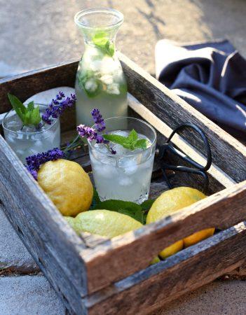 Limonade med mynte og lavendel