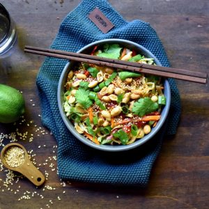 Asiatisk nudelsalat med spicy dressing