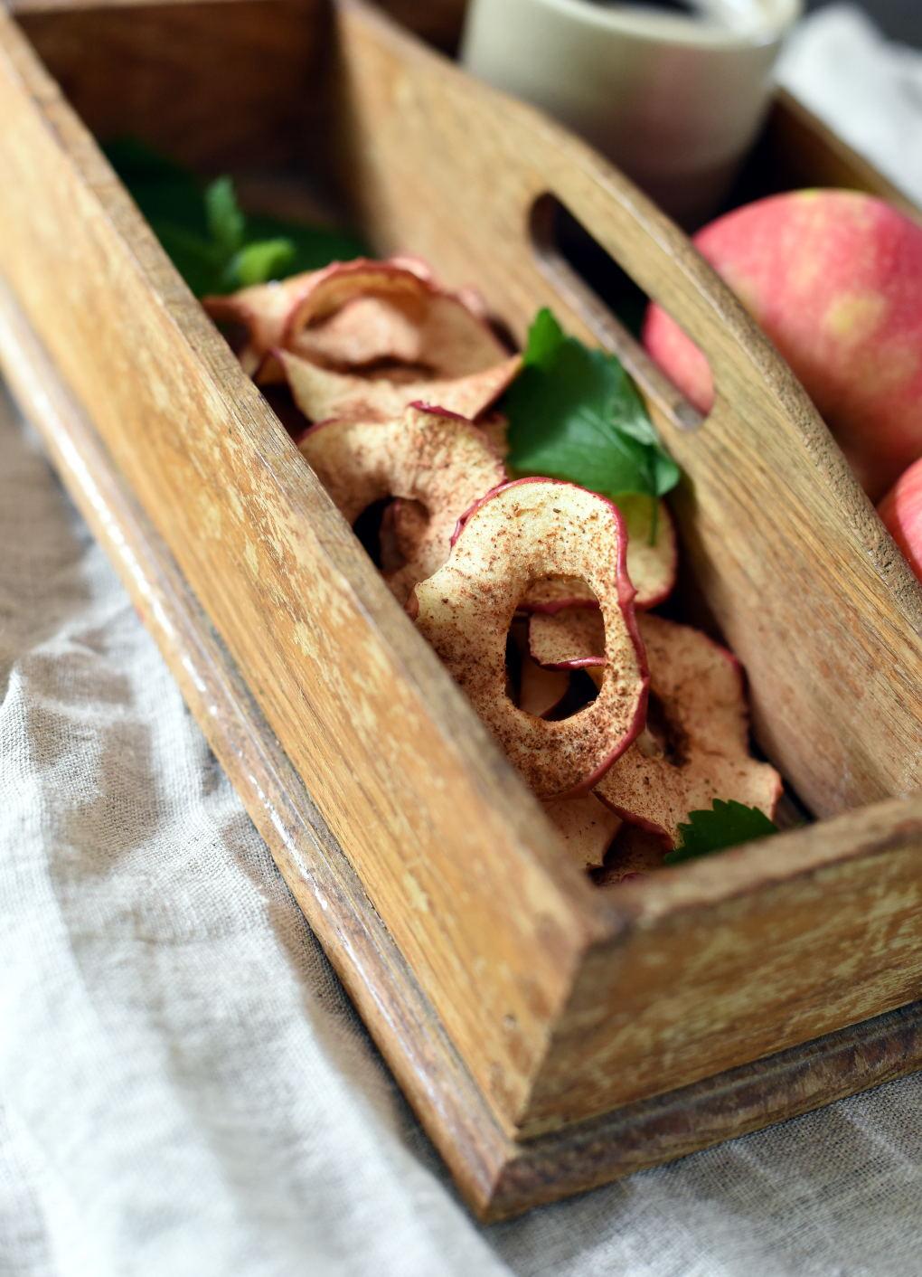 Ovnsbakte eplechips med kanel
