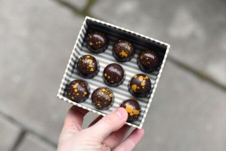 Sjokoladekonfekt med sitron og ingefærganache